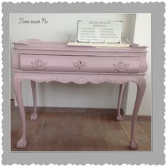 Brocante roze chippendale sidetable