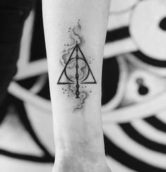 Deathly Hallows -credits to the owner Love Symbol Tattoos, Sun Tattoos, Ankle Tattoos, Sleeve Tattoos, Cool Tattoos, Body Art Tattoos, Arrow Tattoos, Smal Tattoo, Hp Tattoo