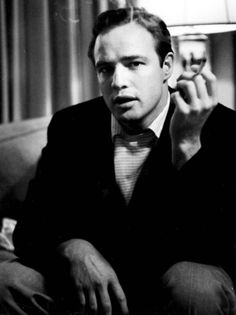 Marlon Brando photographed by William Woodfield, (The Nifty Fifties) Golden Age Of Hollywood, Vintage Hollywood, Hollywood Glamour, Classic Hollywood, Hollywood Icons, Vintage Glam, Marlon Brando, Marilyn Monroe, Lauren Bacall