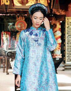 Chiếc áo dài cưới đặc biệt được may bằng chất liệu gấm nhung, lụa sẽ càng tôn vinh nét đẹp của người con gái Việt Nam.