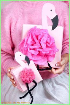 Geschenkverpackung - DIY Flamingo Geschenkverpackung basteln – Geschenke kreativ verpacken als Flam... -  #Geschenkverpackung #giftboxideasforboyfriend #giftboxideasforgirlfriend #giftboxideasforher