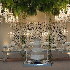Decoração branca Bolo suspenso Painel de flores