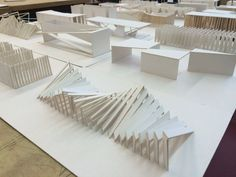 architecture - conceptMODEL go back to paper for stuff (I don't know if this is paper but its a good way to play w ideas conceptMODEL greift auf Papier zurück (ich weiß nicht, ob dies Papier ist, aber Folding Architecture, Maquette Architecture, Architecture Student, Concept Architecture, Interior Architecture, Tectonic Architecture, Architecture Diagrams, Arch Model, Parametric Design