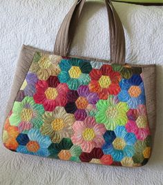 Great hexagon bag by Geta's Quilting Studio