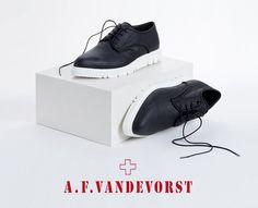 отинки A.F.Vandevorst станут идеальный выбором для ранней осени! Безупречный минималистичный дизайн, вдохновленный элементами мужского гардероба, подойдет уверенным в себе девушка с сильным характером. #topbrands #afvandevorst #ботинки #обувь