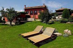 ASTURIAS, VILLAVICIOSA. Casa rural Villa Siena. 5 habitaciones. Casona tradicional asturiana con 5 dormitorios (dos suites), salón con chimenea, cocina comedor, dos baños, terraza con barbacoa y jardín con piscina, hórreo y árboles frutales. Es una casona con decoración de lujo con materiales de calidad, llena de encanto, acogedora y exquisita. Está rodeada por el marco incomparable que constituye el Valle de Villaviciosa y la Cordillera del Sueve. A 5 minutos de la playa de Rodiles.