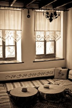 Burhaniye Restaurants – Hidden Treasure in Turkey .Traditional Turkish houses…I love this peaceful and clean style. Cortinas Country, Home Design, Interior Design, Diy Home Decor, Room Decor, Lace Curtains, Linen Curtain, Crochet Curtains, Curtain Designs