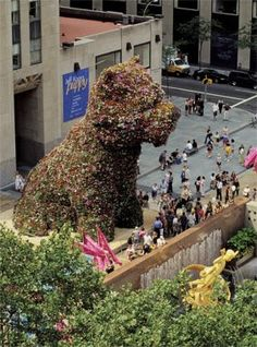 """Puppy"" by Jeff Koons at Rockefeller Center in 2000"