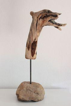 Große Skulptur aus Treibholz