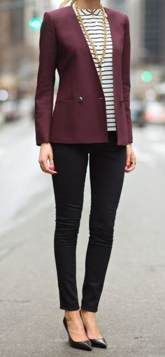 Depending on the style of the blazer, you can wear a burgundy blazer as part of your casual outfits, your office attire, or your outfits for a night out. Business Outfit Frau, Business Outfits, Office Outfits, Business Chic, Trendy Business Attire, Business Casual Interview, Business Attire For Young Women, Business Formal Women, Business Clothes