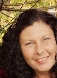 """About Jaida: """"I realised I was gifted with psychic abilities from a young age and have been developing those skills over 25 years. My skills and gifts include psychic mediumship, clairvoyance, tarot, stone-casting, dream analysis, past lives and aura readings. I can help you with your pathway in life and to know which pathway to take. Let me connect with your loved ones who have passed over and with your pet when they are having problems"""". Phone Psychic, Aura Reading, Future Predictions, Best Psychics, Psychic Abilities, Past Life, Tarot, It Cast, Connect"""