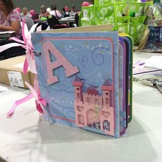 DIY Disney autograph book... I don't have time to do this lol but it's awesome!