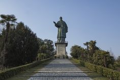 Il nonno della Statua della Libertà si trova sul lago di Arona: è il Colosso di San Carlo Statue Of Liberty, Sculpture, Places, Travel, Italia, Statue Of Liberty Facts, Viajes, Statue Of Libery, Sculptures