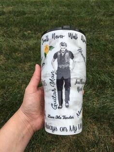 Diy Tumblers, Personalized Tumblers, Custom Tumblers, Glitter Tumblers, Sprinkle Of Glitter, Glitter Cups, Glitter Projects, Memorial Cards, Cup Crafts