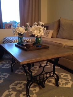 Rustic coffee table with legs from a recycled sewing machine #rustic #homedecor #apartmentliving