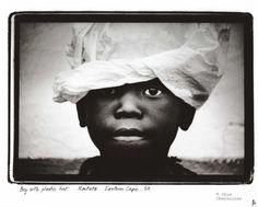 Boy with plastic hat Fashion Art, Vintage Fashion, Art Pages, Black Men, Black White, Black And White Photography, Archaeology, Art Photography, Plastic