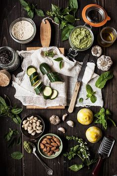 :O Raw Zucchini Pesto. This sounds delicious, and this spread is gorgeous! Food Photography Styling, Food Styling, Cooking Photography, Art Photography, Food Design, Design Design, Graphic Design, Raw Food Recipes, Healthy Recipes