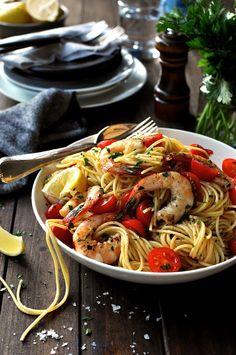 海老とレモンのパスタ ‐ パスタの茹で汁とオイルで乳化した汁と海老のリッチな味と香りとが絡み合ったパスタです。