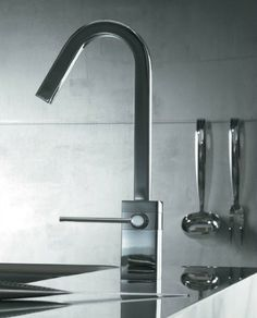 Sinks and Faucets -- Contemporary Faucet
