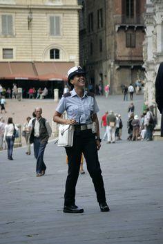 """Il sorriso della """"vigilessa"""". Foto di Christopher Rees su http://www.flickr.com/photos/chrisrees/10405942753"""