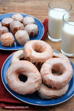 Grandma's Light-as-a-Feather Doughnut Recipe - Homemade Doughnuts Easy, Homemade Doughnut Recipe, Donut Recipes, Bakery Recipes, Sweets Recipes, Baked Churros, Raised Donuts, Apple Pie Bread, Deep Fried Recipes