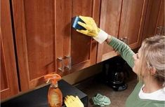 14 Clever Deep Cleaning Tips & Tricks Every Clean Freak Needs To Know Cleaning Cabinets, Clean Kitchen Cabinets, Cleaning Wood, Deep Cleaning Tips, House Cleaning Tips, Spring Cleaning, Cleaning Hacks, Wood Cabinets, Cabinet Cleaner