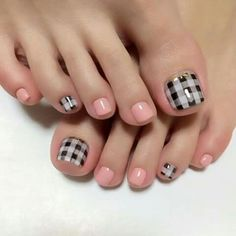 Houndstooth and Pink pedicure