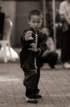 Young kid practicing kungfu Tiger claw, youth. Chinese martial arts [ Swordnarmory.com ] #martialarts #combat #swords