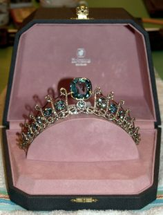Large clear picture of the Ligne aquamarine tiara.