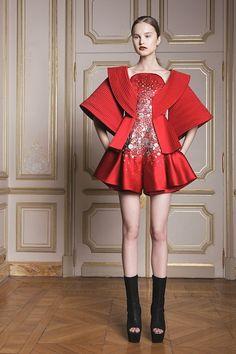 Foto IVHW2015 - Ilja Visser Couture Lente 2014 (1) - Shows - Fashion - VOGUE Nederland