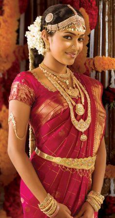 Traditional Indian bride wearing bridal saree and jewellery. #maangtikka
