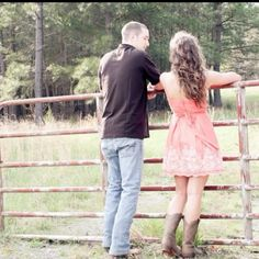 sun dress and cowboy boots are perfect attire for e-pics. flirty & romantic. his outfit kinda sucks though