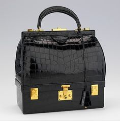"""Mallette"" of Hermes, new form of handbag. We see a structure . Hermes Bags, Hermes Handbags, Purses And Handbags, Leather Handbags, Vintage Purses, Vintage Bags, Vintage Handbags, Mega Fashion, Fashion Bags"