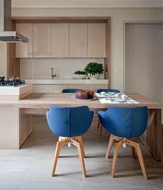 A área gourmet é usada para o café da manhã quando o dono quer cozinhar para os amigos. Armários da Leicht e cadeiras Flow, da Montenapoleone.