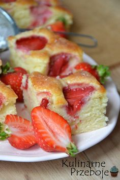 Yoghurt cake with strawberries - Culinary Palloys. Polish Desserts, Polish Recipes, Sweet Recipes, Cake Recipes, Clean Eating Challenge, Unique Desserts, Strawberry Cakes, Moist Cakes, Dessert Drinks