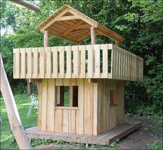Her ses færdiglavet legehus lavet i robinie materialer