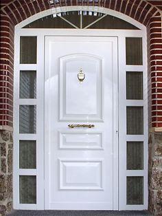 Anusa | Proyectos | Puertas entrada Door Design, House Design, American Houses, Entrance Doors, Tall Cabinet Storage, Architecture Design, House Plans, Interior, Home Decor