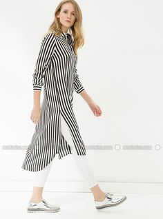 Shop Stripe Tunic - Black in Tunics category. Modanisa your online muslim modest fashion store. Kurti Designs Party Wear, Kurta Designs, Blouse Designs, Modest Fashion, Fashion Dresses, Casual Dresses, Casual Outfits, Casual Wear Women, Hijab Fashionista