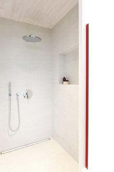 Minimalist Shower Room White Interior Red Accent Fantastic Minimalist Prefab House Construction Home design Cheap Prefab Homes, Prefab Modular Homes, Modular Housing, Compact Bathroom, Modern Bathroom, Small Bathroom, Downstairs Bathroom, Bathrooms, Minimalist Showers