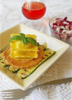 http://www.letortedipezzettiello.com/2012/09/ravioli-con-crema-di-pomodoro-piccante.html