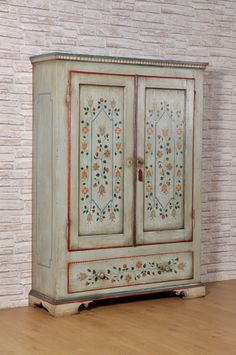 Tyrolean luxury wardrobe in solid spruce with two doors and .- Tyrolean luxury wardrobe in solid spruce with two doors and a drawer decorated with stylized polychrome flowers. Hand Painted Furniture, Art Furniture, Upcycled Furniture, Luxury Furniture, Furniture Makeover, Furniture Design, Office Furniture, Painted Wardrobe, Luxury Wardrobe