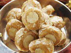 Lebkuchen-Marzipan-Plätzchen | Zeit: 40 Min. | http://eatsmarter.de/rezepte/lebkuchen-marzipan-plaetzchen