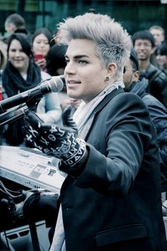 adam lambert, the only guy who can dramatically change his look and still be ridiculously attractive. Adam Lambert, Glee, Beautiful Men, Beautiful People, Adam Style, Show Dance, Rupaul, American Idol, Man Crush
