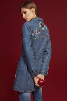 Strike the perfect balance beween fun & chic with this denim jacket.