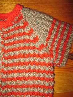SMALL HAND KNITTED BABY VEST SIZE 12/18 MONTHS WEAR A SWEATER OR A SHIRT SMALL 55% WOOL FOR THE MOTTLED BROWN, ACRYLIC FOR COLOR RUST LITTLE CROCHET COLLAR WIDTH 30 CM HEIGHT 29 CM LONG
