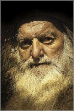 Old Man Portrait, Pencil Portrait, Portrait Art, Portrait Photography, Volume Art, Old Man Face, Old Faces, Photographs Of People, Face Expressions