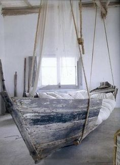 Sehe dir das Foto von Zwergnase mit dem Titel Ein altes Boot als hängendes Bett, traumhaft und andere inspirierende Bilder auf Spaaz.de an.