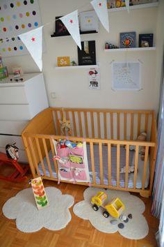 Really easy DIY for a FLUFFY CLOUD-shaped rug for your kid´s room or nursery – AWESOME – Preciosa alfombra en forma de NUBE para la habitación infantil – HANDMADE y muy fácil - Babyecochic.com