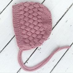 Repost of a gorgeous Bubble Bonnet from @lovelulubabyknits I love this shade of pink merino wool. This is such an easy and rewarding pattern to knit. Link in profile #knitter #knitting #knittersofinstagram #igknitters #merinowool #etsyseller #etsysellersofinstagram #lovefibrespattern #knittedbabyhat #knitsharelove #knitlife #makersmovement