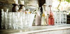 De zomer is hét seizoen om uit te pakken met een geweldige outdoorwedding. Frisse limonade, zwierige linten, houten details, summer cakes, vers fruit, pastelgekleurde bloemen... Laat je inspireren door de geweldige bruiloftsdetails uit deze zomerreportage!